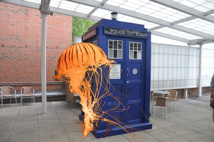 Tardis_BBC_Television_Center-jellyfish-crop